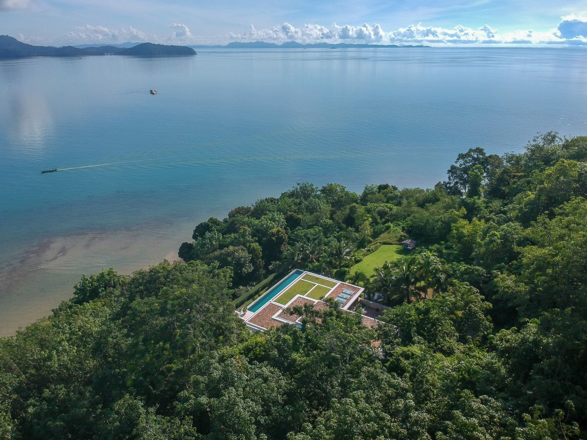 High Ceiling 6 Bedroom Modern Seaview Palace
