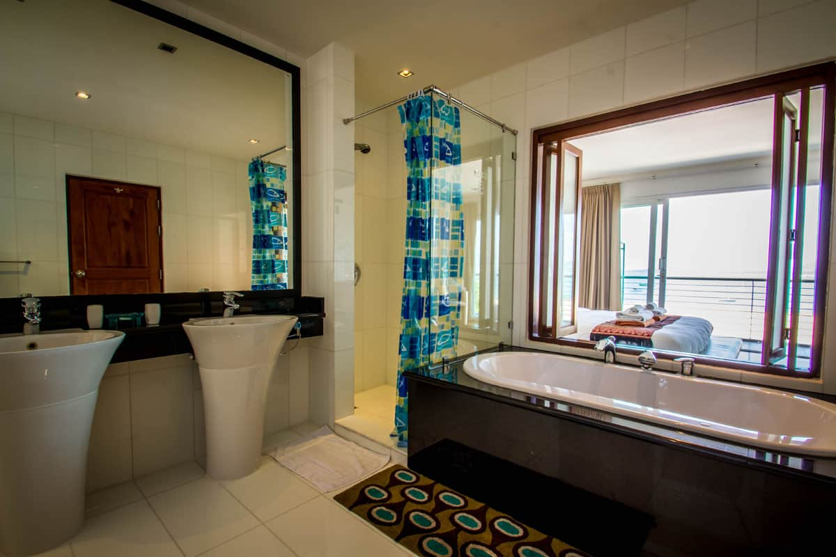 Beachfront-Freehold-Condo-3-Beds-For-Sale-Phuket-Asia360-16